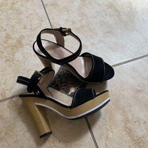 Tommy Hilfiger black size 8 sandals